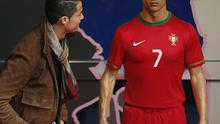 Cristiano Ronaldo admires his wax model in Madrid
