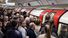 Isil militants returning to the UK could launch a chlorine gas attack on trains, the London Underground or at a football match, according to a chemical weapons expert