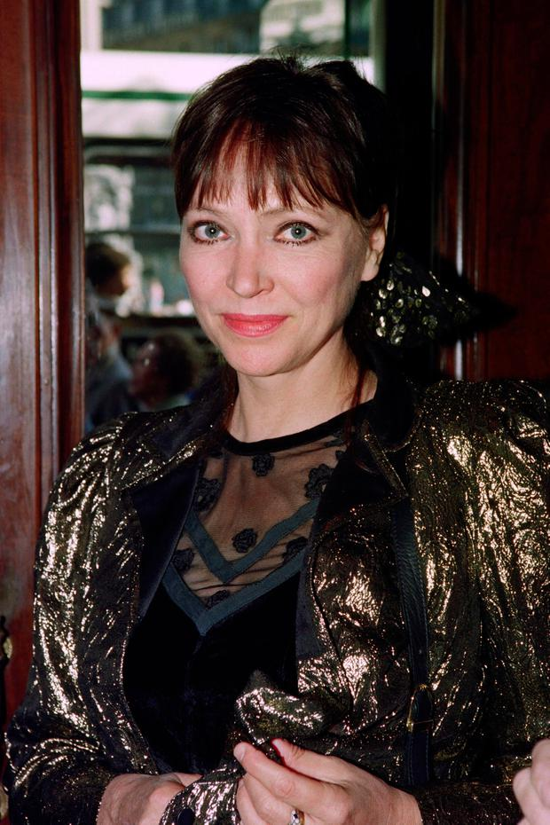 Danish-French actress Anna Karina poses at the Cafe de la Paix in Paris on September 18, 1990. (Photo by GERARD FOUET/AFP via Getty Images)