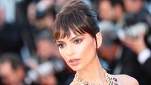 US actress and model Emily Ratajkowski poses as she arrives on May 17, 2017 for the screening of the film 'Ismael's Ghosts' (Les Fantomes d'Ismael) during the opening ceremony of the 70th edition of the Cannes Film Festival in Cannes, southern France.  / AFP PHOTO / Valery HACHE