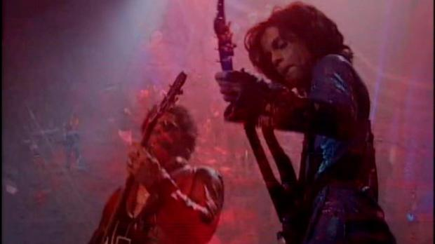 Lenny Kravitz and Prince during Rave Un2 the Year 2000. PIC: Youtube