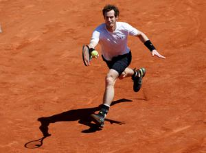 Andy Murray of Britain returns the ball to Novak Djokovic of Serbia during their men's semi-final match at the French Open tennis tournament at the Roland Garros stadium in Paris, France, June 6, 2015.               REUTERS/Jean-Paul Pelissier  TPX IMAGES OF THE DAY