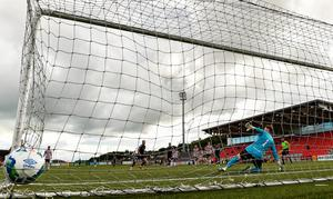 Ronan Coughlan of Sligo Rovers shoots to score his side's second goal from the penalty spot, past Peter Cherrie of Derry City, during the SSE Airtricity League Premier Division match at the Ryan McBride Brandywell Stadium in Derry. Photo by Seb Daly/Sportsfile