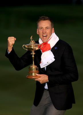 AUCHTERARDER, SCOTLAND - SEPTEMBER 28:  Ian Poulter of Europe poses with the Ryder Cup trophy after the Singles Matches of the 2014 Ryder Cup on the PGA Centenary course at the Gleneagles Hotel on September 28, 2014 in Auchterarder, Scotland.  (Photo by David Cannon/Getty Images)