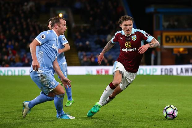 Charlie Adam of Stoke City and Jeff Hendrick of Burnley during the Premier League match between Burnley and Stoke City at Turf Moor on April 4, 2017 in Burnley, England. (Photo by Robbie Jay Barratt - AMA/Getty Images)