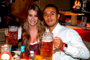 Thiago of FC Bayern Munich and his partner Julia Vigas pose during their visit at the Oktoberfest in Munich, Germany, September 30, 2015. REUTERS/Alexander Hassenstein/Pool