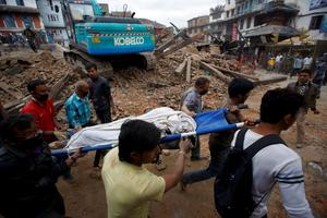 ATTENTION EDITORS - VISUAL COVERAGE OF SCENES OF INJURY OR DEATH  Rescue workers carry the body of a victim on a stretcher, after a 7.9 magnitude earthquake hit, in Kathmandu, Nepal April 25, 2015. The 7.9 magnitude powerful earthquake struck Nepal and sent tremors through northern India on Saturday, killing hundreds of people, toppling an historic 19th-century tower in the capital Kathmandu and touching off a deadly avalanche on Mount Everest. REUTERS/Navesh Chitrakar TEMPLATE OUT