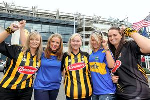All Ireland replay.  Fans Suzie Freeman, Jenny Mahon, Marie Neville, Geraldine Moran and Ciara Neville.  Picture;  GERRY MOONEY.  27/9/14