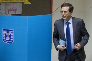 Zionist Union leader Isaac Herzog prepares to cast his vote in Tel Aviv, Israel, Tuesday, March 17, 2015. (AP Photo/Ariel Schalit)