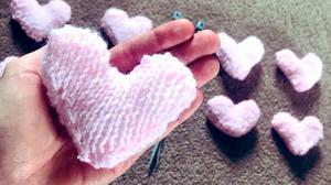 Gesture: Hearts are being knitted for people in palliative care – coronavirus patients are deprived of human touch and love from their relatives. Photo: Amber Cantwell/PA Wire