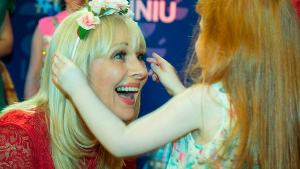 Pictured at The Photo call to launch The Cruinniú na Cásca, an new national day of culture and creativity which will take place on Easter Monday Nationwide, at RTE this morning were; little Hailey Assaf (4) gives her floweral hair band to Miriam O'Callaghan. Credit: Colin O'Riordan