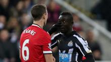 Manchester United's Jonny Evans clashes with Newcastle's Papiss Cisse