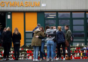 Students embrace in front of the Joseph-Koenig-Gymnasium high school in Haltern am See, March, 25, 2015. REUTERS/Ina Fassbender
