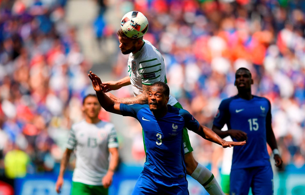 Daryl Murphy out-jumps Patrice Evra . Photo by Stephen McCarthy/Sportsfile