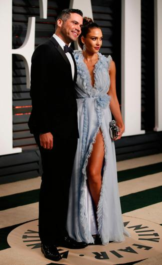 Jessica Alba and producer Cash Warren at the Oscars Vanity Fair Party 2017. Picture: REUTERS/Danny Moloshok