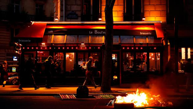 """A fire burns near a cafe during a demonstration by the """"yellow vests"""" movement at Boulevard Saint Germain in Paris, France, January 5, 2019. REUTERS/Gonzalo Fuentes"""