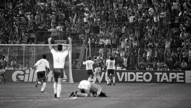 Republic of Ireland v Holland in the World Cup Italia 90 at Stadio Della Favorita, Palermo. 21/6/1990 INDO PIC