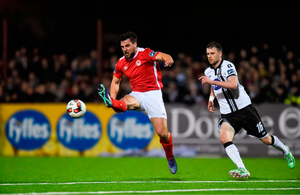Gavin Peers of St. Patricks Athletic in action against Ciaran Kilduff of Dundalk. Photo by Eóin Noonan/Sportsfile