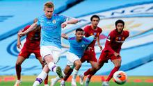 Kevin De Bruyne scores from the penalty spot to open Manchester City's account in their victory over Liverpool last night. Photo: PA