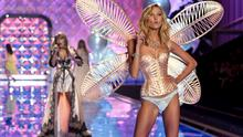 When VS timed the show so Karlie could show off her gilded wings while her pal performed - again, like any old Tuesday night.