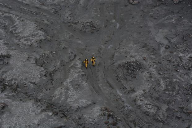 This photo released by the New Zealand Defence Force shows an operation to recover bodies from White Island after a volcanic eruption in Whakatane, New Zealand, Friday, Dec. 13, 2019.(New Zealand Defence Force via AP)