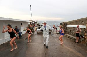 Bloomsday 2020.  Peter Caviston entertains early morning bathers at the Forty foot in Sandycove.  Picture; Gerry Mooney