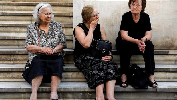 Pensioners wait outside a branch of the National Bank of Greece hoping to get their pensions, in Thessaloniki, Greece June 29, 2015. Greece closed its banks and imposed capital controls on Sunday to check the growing strains on its crippled financial system, bringing the prospect of being forced out of the euro into plain sight.  REUTERS/Alexandros Avramidis