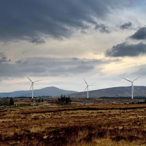 A windfarm at the centre of a long running planning dispute which ended up in the Supreme Court has to cease operating pending an application to An Bórd Pleanála for permission to develop on the site overlooking the Múscraí Gaeltacht village of Béal Átha'n Ghaorthaidh.