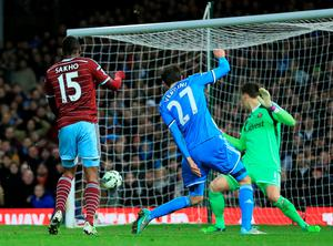 West Ham United's Diafra Sakho (left) fires his side into the lead in the 88th minute