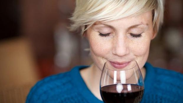 Here's why you should always buy the cheapest wine at a restaurant