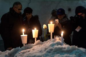 People gather to pay their respects during the Candlelight Vigil For Philip Seymour Hoffman at the Labyrinth Theater Company on February 5, 2014 in New York City.  (Photo by D Dipasupil/Getty Images)