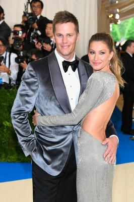 """Tom Brady (L) and Gisele Bundchen attend the """"Rei Kawakubo/Comme des Garcons: Art Of The In-Between"""" Costume Institute Gala at Metropolitan Museum of Art on May 1, 2017 in New York City.  (Photo by Dia Dipasupil/Getty Images For Entertainment Weekly)"""