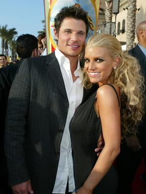 Nick Lachey and ex-wife Jessica Simpson arrive to the 2005 MTV Movie Awards at the Shrine Auditorium June 4, 2005 in Los Angeles, California