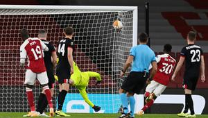 Arsenal's Nicolas Pepe scores his side's third goal. Photo: Reuters
