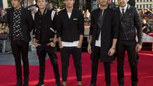 """One Direction, (L-R) Harry Styles, Niall Horan, Louis Tomlinson, Zayn Malik and Liam Payne pose for photographers at the world premiere of their film """"One Direction: This is Us"""", in London August 20, 2013. REUTERS/Neil Hall (BRITAIN - Tags: ENTERTAINMENT SOCIETY) - RTX12RO6"""