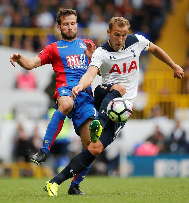 Tottenham's Harry Kane tries to pull away from Crystal Palace's Yohan Cabaye Photo: Reuters / Andrew Couldridge