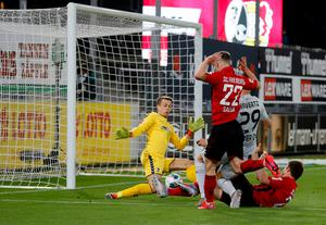 Leverkusen's German midfielder Kai Havertz (2nd R) score the 1-0 during the German first division Bundesliga football match SC Freiburg v Bayer 04 Leverkusen on May 29, 2020 in Freiburg, south-western Germany. (Photo by Ronald WITTEK / POOL / AFP) / DFL REGULATIONS PROHIBIT ANY USE OF PHOTOGRAPHS AS IMAGE SEQUENCES AND/OR QUASI-VIDEO (Photo by RONALD WITTEK/POOL/AFP via Getty Images)
