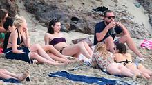 Leonardo Di Caprio spends New Years with a bevy of beauties