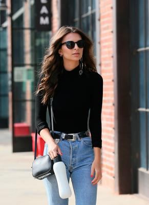 Emily Ratajkowski is spotted holiday shopping in downtown Los Angeles on December 06, 2016 in Los Angeles, California.(Photo by JB Lacroix/GC Images)
