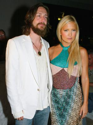 "Actress Kate Hudson and Chris Robinson attend the after-party for ""Le Divorce"" at the Armand Hammer Museum on July 29, 2003 in Los Angeles, California. (Photo by Kevin Winter/Getty Images)"