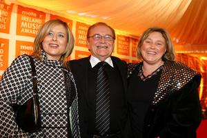 Larry Gogan, with his daughters Orla and Grainne on the red carpet at the 2007 Meteor Ireland Music Awards. Photo: RollingNews.ie
