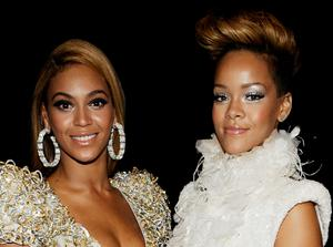Singers Beyonce Knowles (L) and Rihanna (R). (Photo by Larry Busacca/Getty Images)