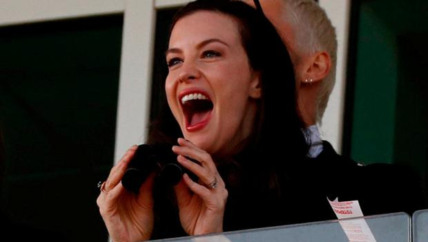 Actress Liv Tyler reacts during the 2.50 Coral Cup Handicap Hurdle. Photo: Reuters