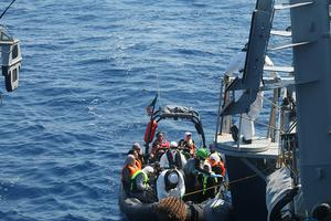 Rescue boat pulls up alongside LÉ Niamh