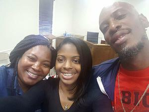 Kamiyah Mobley (18) posing for a selfie with her biological parents Source (Facebook)
