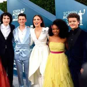 (L-R) Cara Buono, Finn Wolfhard, Noah Schnapp, Millie Bobby Brown, Priah Ferguson, and Gaten Matarazzo attends the 26th Annual Screen Actors Guild Awards at The Shrine Auditorium on January 19, 2020 in Los Angeles, California. 721384 (Photo by Mike Coppola/Getty Images for Turner)