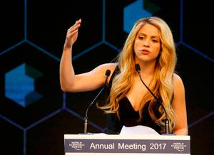 Colombian singer Shakira speaks after receiving the Crystal Award during the annual meeting of the World Economic Forum (WEF) in Davos, Switzerland January 16, 2017.  REUTERS/Ruben Sprich