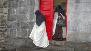 Sr Irene Gibson, Carmelite Nun of the Holy Face of Jesus pictured leaving Skibbereen District Court with Sr Anne Marie of the Holy Family Carmelite Hermitage, Leap, Co Cork. Pic Michael Mac Sweeney/Provision