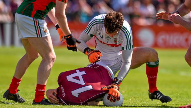 14 June 2015;  Mayo goalkeeper David Clarke, clashes with Galway's Damien Comer. Connacht GAA Football Senior Championship Semi-Final, Galway v Mayo. Pearse Stadium, Galway. Picture credit: David Maher / SPORTSFILE