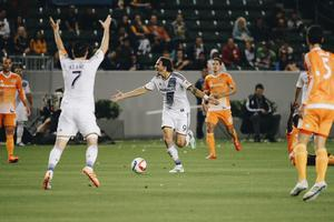 Robbie Keane reacts after Alan Gordon's late winner